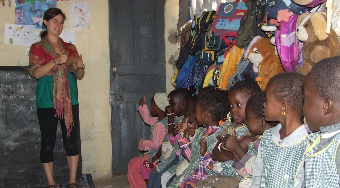 Joven voluntaria durante su voluntariado en verano en Senegal.